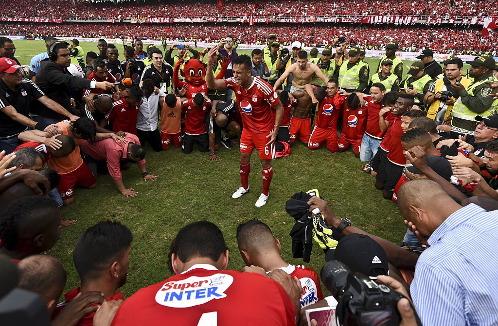 America de Cali's team players pray after defeating Deportes Quindio in a Colombian Professional Football tournament promotion match in Cali, Colombia, on November 27, 2016. America de Cali defeated Deportes Quindio by 2-1 and returned to first division after five years. / AFP / LUIS ROBAYO        (Photo credit should read LUIS ROBAYO/AFP/Getty Images)