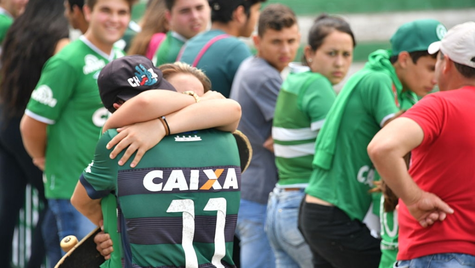 TOPSHOT - People pay tribute to the players of Brazilian team Chapecoense Real who were killed in a plane accident in the Colombian mountains, at the club's Arena Conda stadium in Chapeco, in the southern Brazilian state of Santa Catarina, on November 29, 2016. Players of the Chapecoense were among 81 people on board the doomed flight that crashed into mountains in northwestern Colombia, in which officials said just six people were thought to have survived, including three of the players. Chapecoense had risen from obscurity to make it to the Copa Sudamericana finals scheduled for Wednesday against Atletico Nacional of Colombia. / AFP / Nelson ALMEIDA (Photo credit should read NELSON ALMEIDA/AFP/Getty Images)