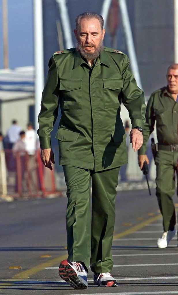 26 de julio de 2000   El presidente Fidel Castro participa en una marcha antiimperialista en La Habana. (Crédito: ADALBERTO ROQUE/AFP/Getty Images)