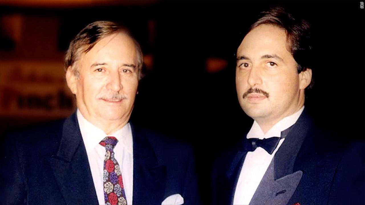 Padre e hijo durante el lanzamiento de su primera estación de radio en 1983.