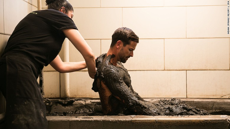 Los baños de lodo exfolian y suavizan la piel