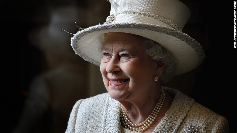 161222115549-06-queen-elizabeth-t1-exlarge-169