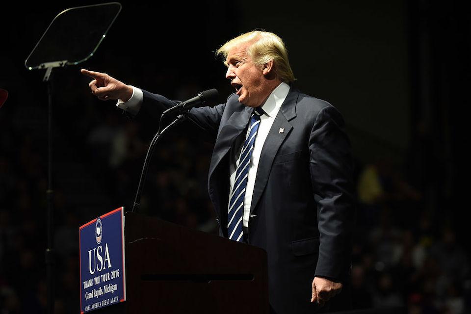 Donald Trump durante un mitin en Grand Rapids, Michigan, durante su gira de agradecimiento. (DON EMMERT/AFP/Getty Images)