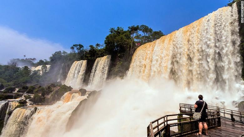 Cataratas de Iguazú (triple frontera entre Argentina, Brasil y Paraguay).