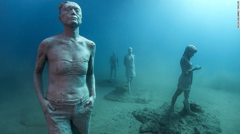 El artista Jason DeCaires Taylor ha hecho instalaciones con esculturas similares para museos submarinos en las Bahamas, México y las Antillas.