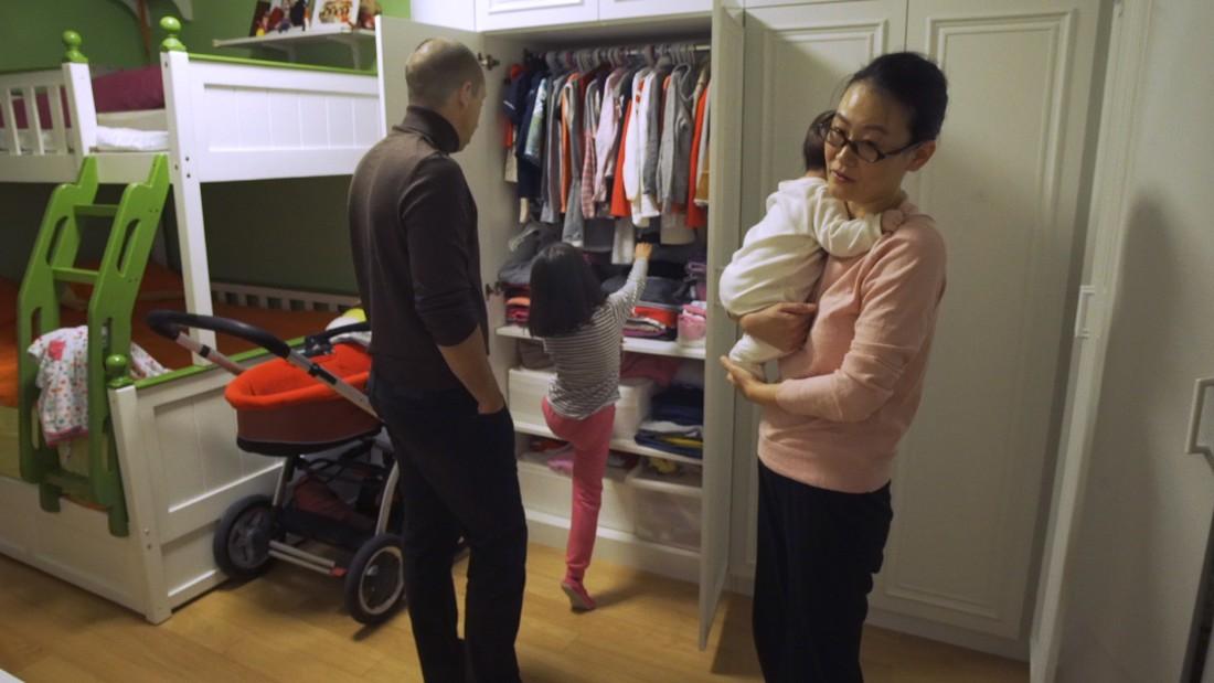 Jian Wang, su esposo Ludovic Bodin y sus dos pequeñas hijas: Mia, de 6 años, y Anna, de 3 meses.