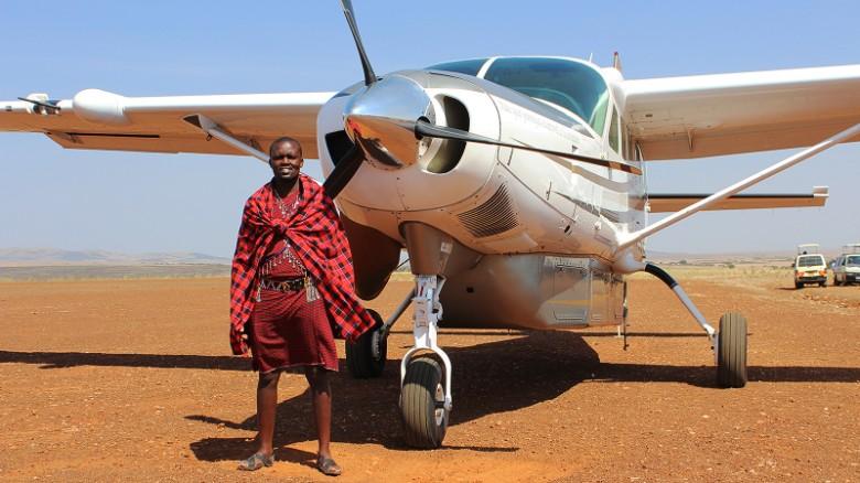 La empresa Scenic Air Safaris ofrece safaris aéreos en Kenya en aviones con capacidad máxima para 10 pasajeros y charlas con investigadores especializados en los animales que se ven durante el recorrido.