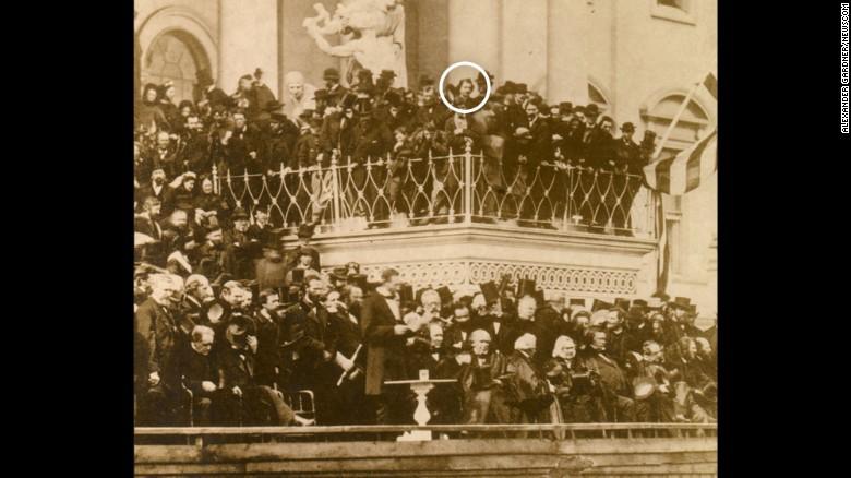 El asesino de Abraham Lincoln, John Wilkes Booth, estuvo muy cerca del presidente más de una vez.