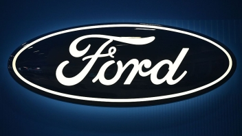 A Ford logo is seen at the 2016 Washington Auto Show on January 27, 2015 in Washington, DC. / AFP / Mandel Ngan (Photo credit should read MANDEL NGAN/AFP/Getty Images)