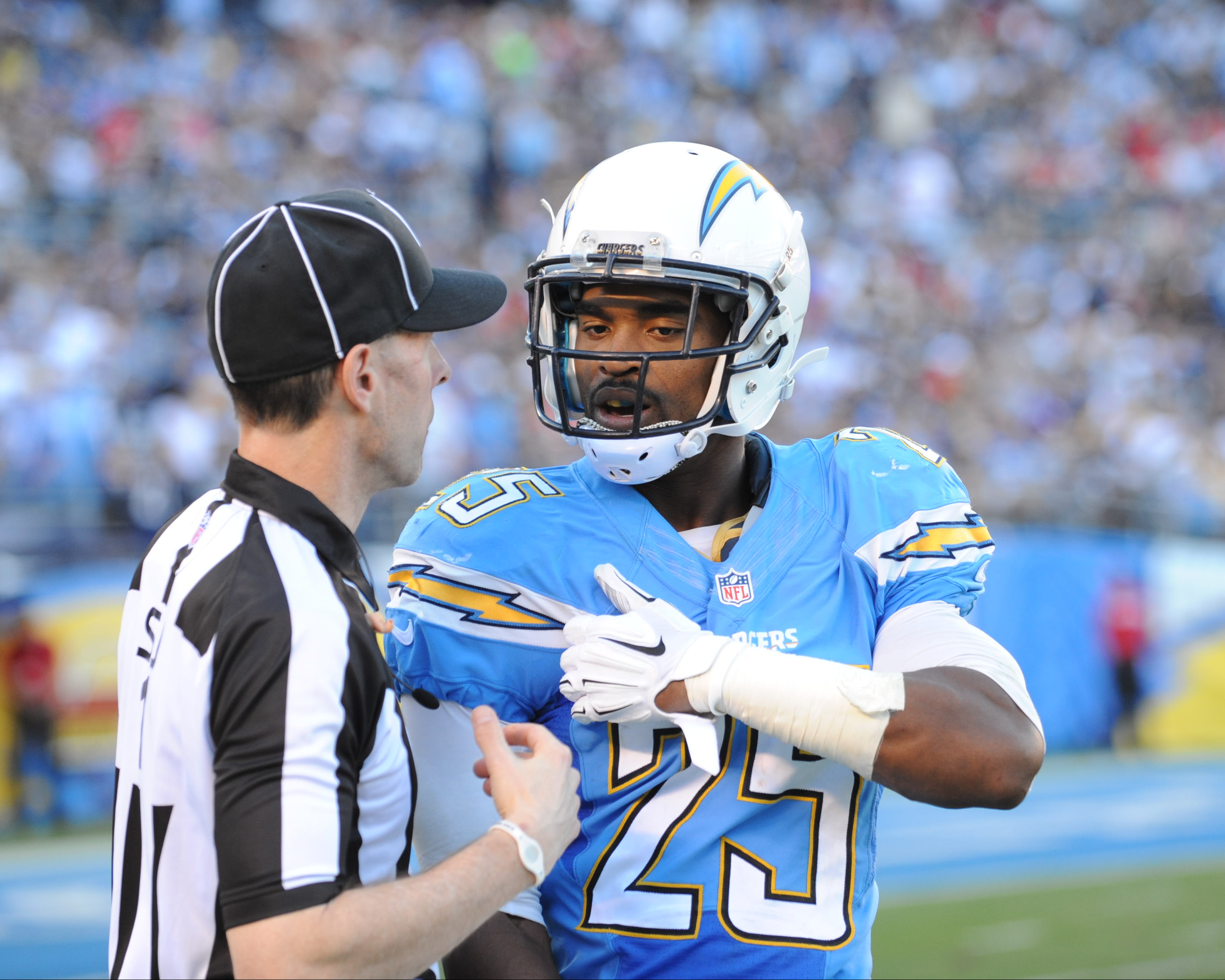 El jugador de los Chargers Darrell Stuckey durante un partido de la NFL . (Crédito: Tom Walko/iconSportswire) Corbis via Getty Images)