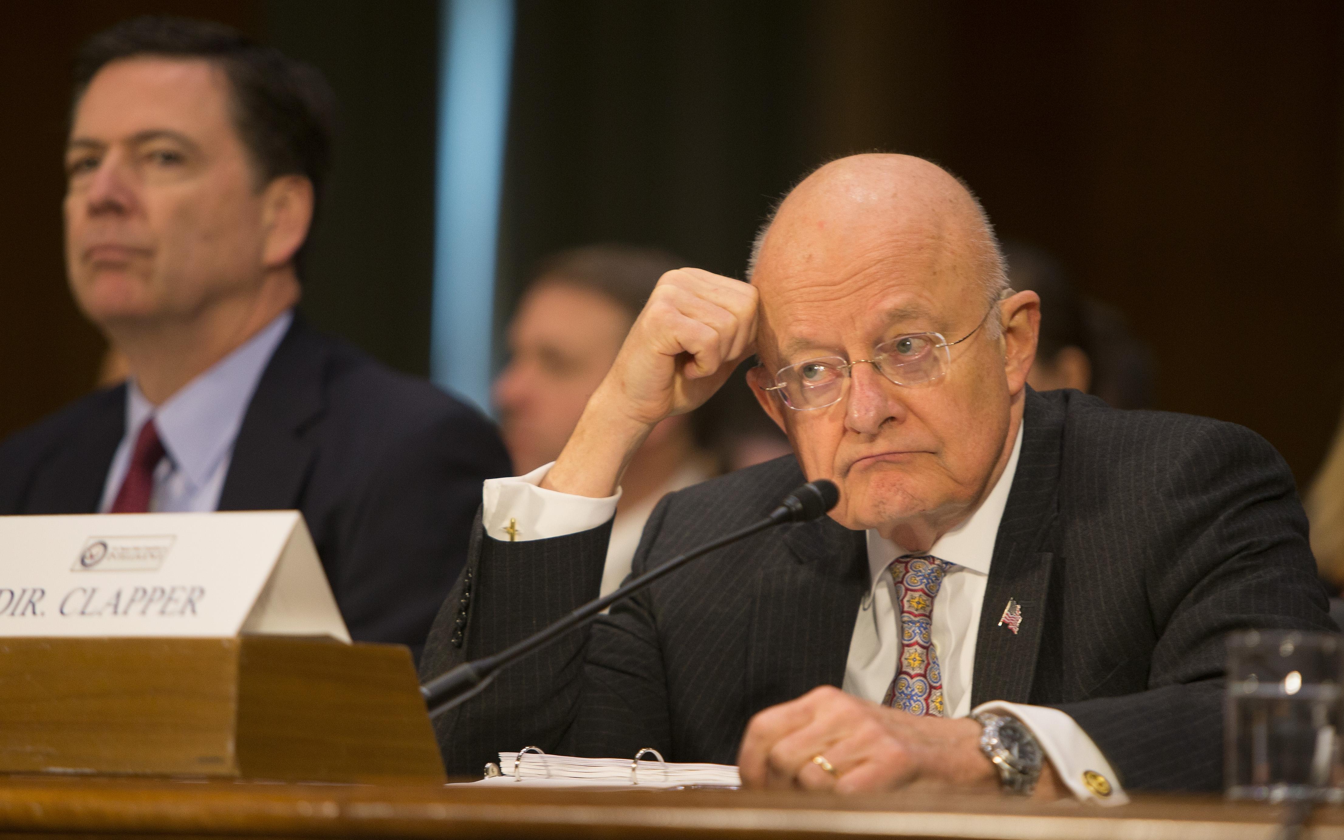 James Clapper, director de Inteligencia Nacional, comparece ante el Comité de Servicios Armados del Senado en lo relativo a las actividades rusas para influir en las elecciones estadounidenses. (Crédito: TASOS KATOPODIS/AFP/Getty Images)