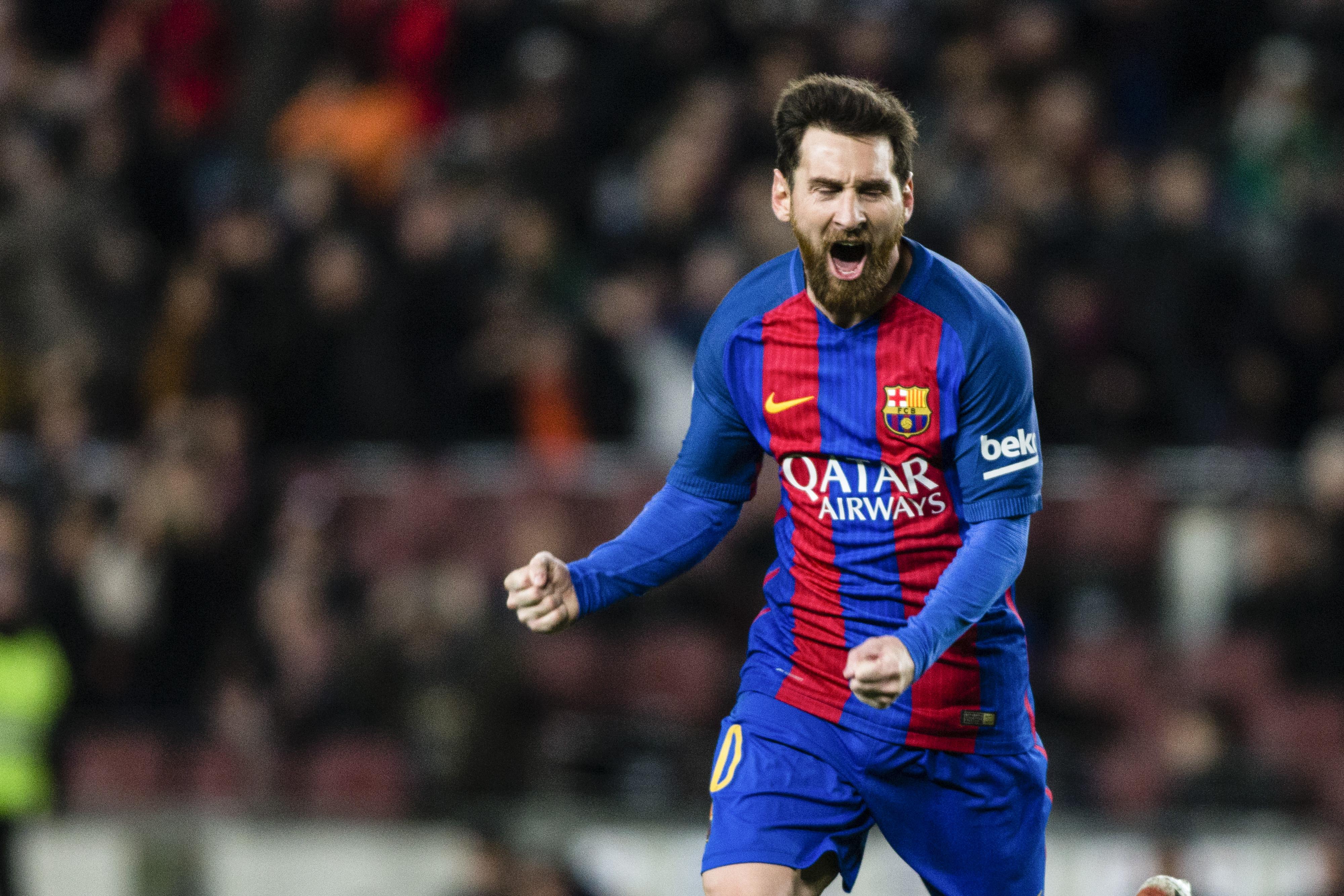 Lionel Messi celebra tras anotarle un gol de tiro libre al Athletic Club de Bilbao en el partido de octavos de final de la Copa del Rey en el Camp Nou en Barcelona. (Crédito: Xavier Bonilla/NurPhoto via Getty Images)