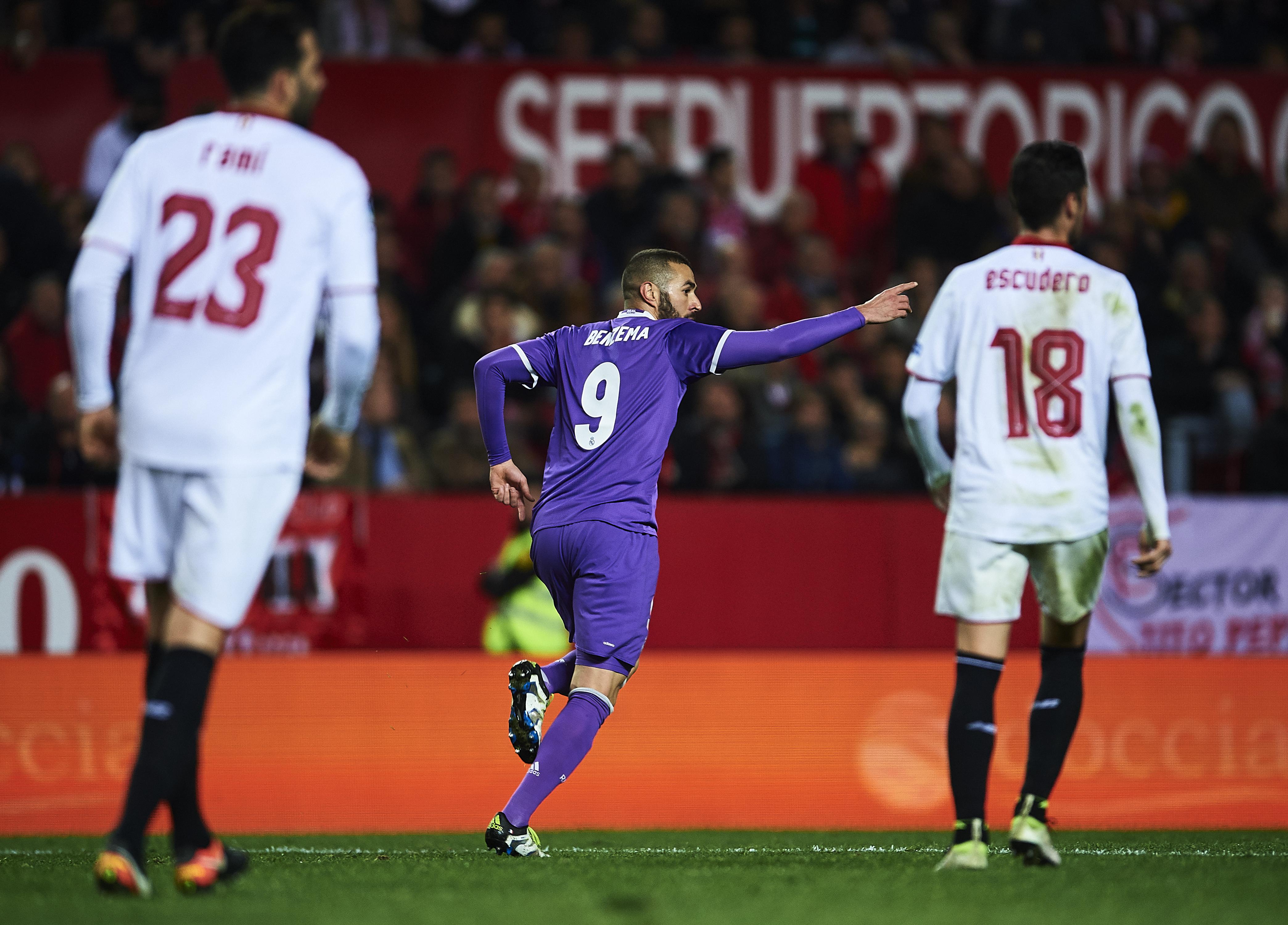 Karim Benzema, del Real Madrid, celebra tras anotar el gol del empate contra el Sevilla durante el partido de vuelta de los octavos de final de la Copa del Rey en el estadio Ramón Sánchez Pizjuán de Sevilla. (Crédito: Aitor Alcalde/Getty Images)