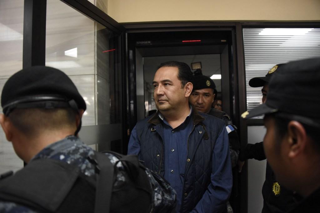Samuel Morales Cabrera, hermano del presidente guatemalteco, Jimmy Morales, comparece ante las autoridades judiciales en Ciudad de Guatemala. (Crédito: JOHAN ORDONEZ/AFP/Getty Images)