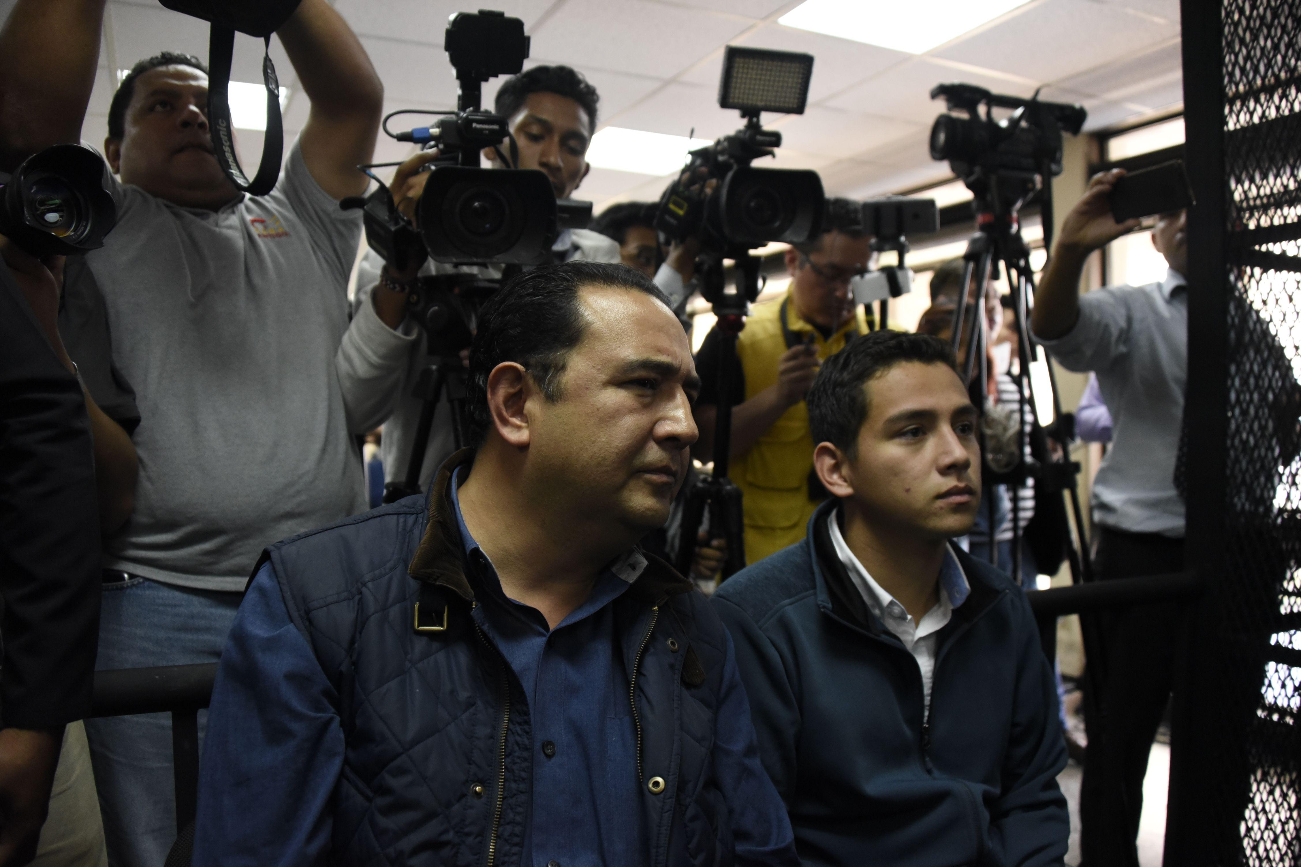 Josué Manuel Morales y Samuel Morales Cabrera comparecen ante la corte en Ciudad de Guatemala. (Crédito: JOHAN ORDONEZ/AFP/Getty Images)