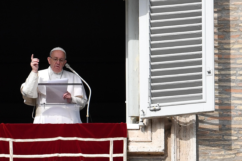 El Papa Francisco durante su mensaje del domingo 22 de enero en el Vaticano. (Crédito: ALBERTO PIZZOLI/AFP/Getty Images)