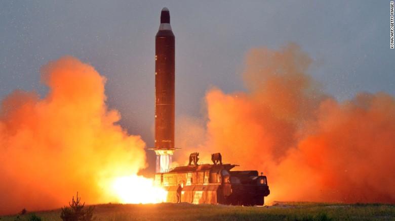 Desde el 2016 Corea del Norte ha llevado a cabo varias pruebas de misiles y también lanzó un satélite en lo que, para los expertos, significa que ha eliminado varios obstáculos en su camino hacia la tecnología de misiles balísticos intercontinentales (ICBM, por sus siglas en inglés).