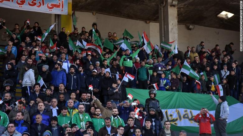 """""""El último partido que vi fue en el 2010"""", le dijo el hincha Mohammad Alí a la agencia AFP."""