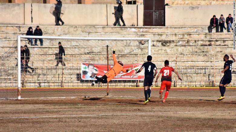 Mohamed Sorour anotó el gol de la victoria para el Al Ittihad.