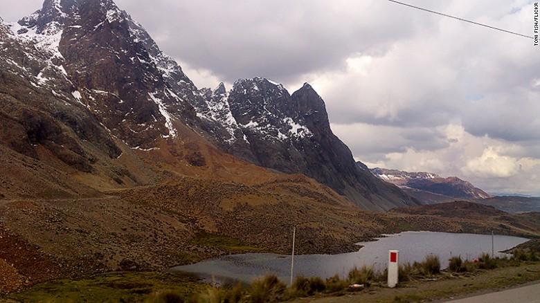 El Paso Ticlio, en Perú, tiene 132 kilómetros y se recorrer en casi tres horas, sin paradas. Es la carretera pavimentada más alta de Suramérica (casi 4.877 metros sobre el nivel del mar) y una gran atracción para los fanáticos de la adrenalina.