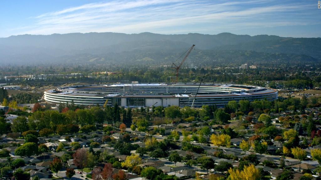 Diseño del nuevo campus de Apple, con forma de nave espacial, en Cupertino (California).