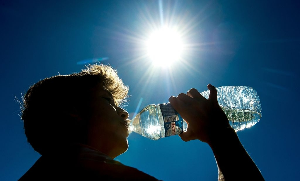 A man drinks on August 24, 2016 in Lille northern France, as a wave of heat strikes France. / AFP / PHILIPPE HUGUEN (Photo credit should read PHILIPPE HUGUEN/AFP/Getty Images)
