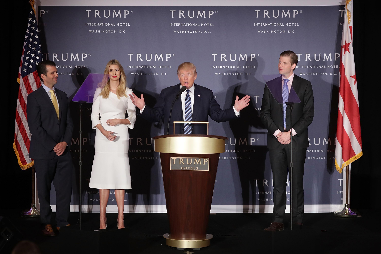 Donald Jr (i) y Eric (d) manejarán los negocios del fideicomiso de su padre. (Crédito: Chip Somodevilla/Getty Images)