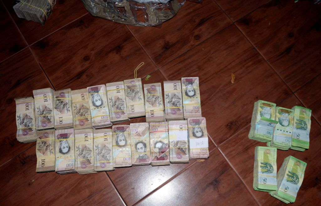 """Picture of 50 and 100-Venezuelan Bolivar bills, part of a hoard weighing about 30 tons seized by Paraguay's National Police at a house in Salto del Guaira, department of Canindeyu in the border with Brazil, about 420 km east of Asuncion, on February 14, 2017. In January Venezuela released new bigger denomination banknotes as President Nicolas Maduro wanted to scrap the 100-bolivar note, claiming they are being hoarded by """"mafias."""" / AFP / STR        (Photo credit should read STR/AFP/Getty Images)"""
