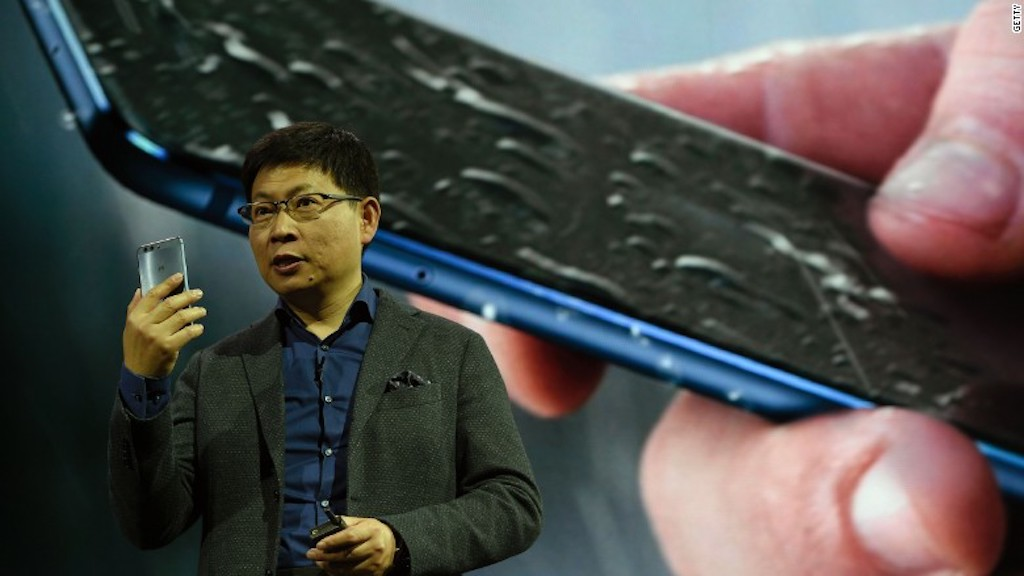 Richard Yu, durante el Mobile World Congress en Barcelona al presentar el nuevo teléfono P10.