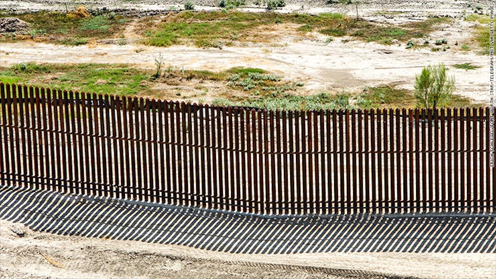 Valla fronteriza en Las Penitas, Texas, al norte de McAllen.