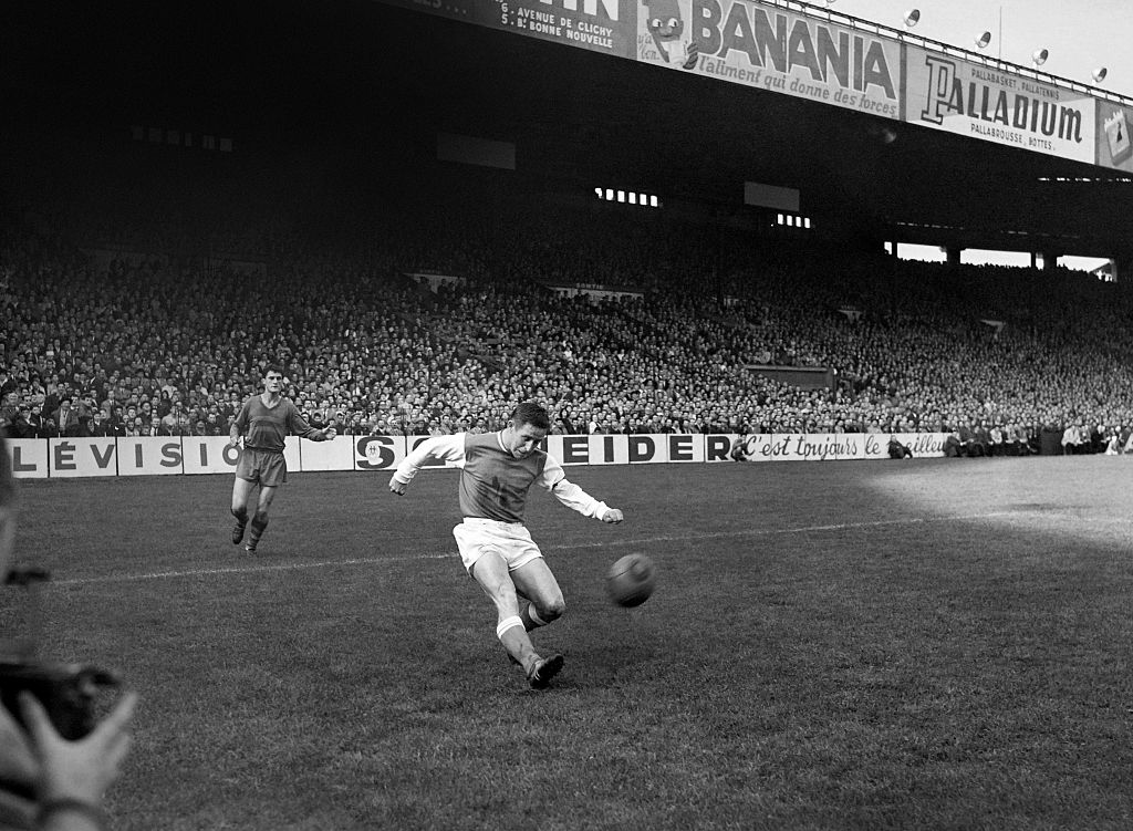 Photo taken in October 1960 shows French footballer Raymond Kopa in action.   AFP PHOTO        (Photo credit should read STRINGER/AFP/Getty Images)