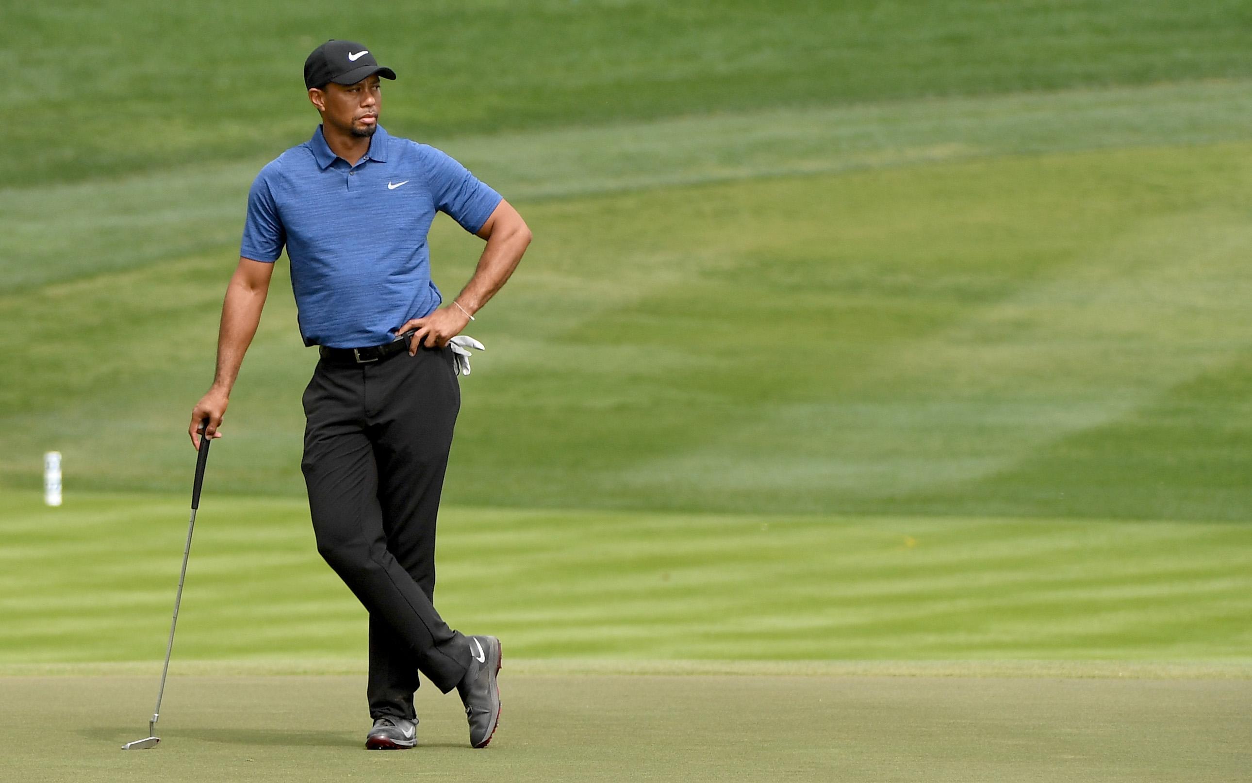 Tiger Woods durante el Omega Dubai Desert Classic este 2 de febrero. (Crédito: Ross Kinnaird/Getty Images)