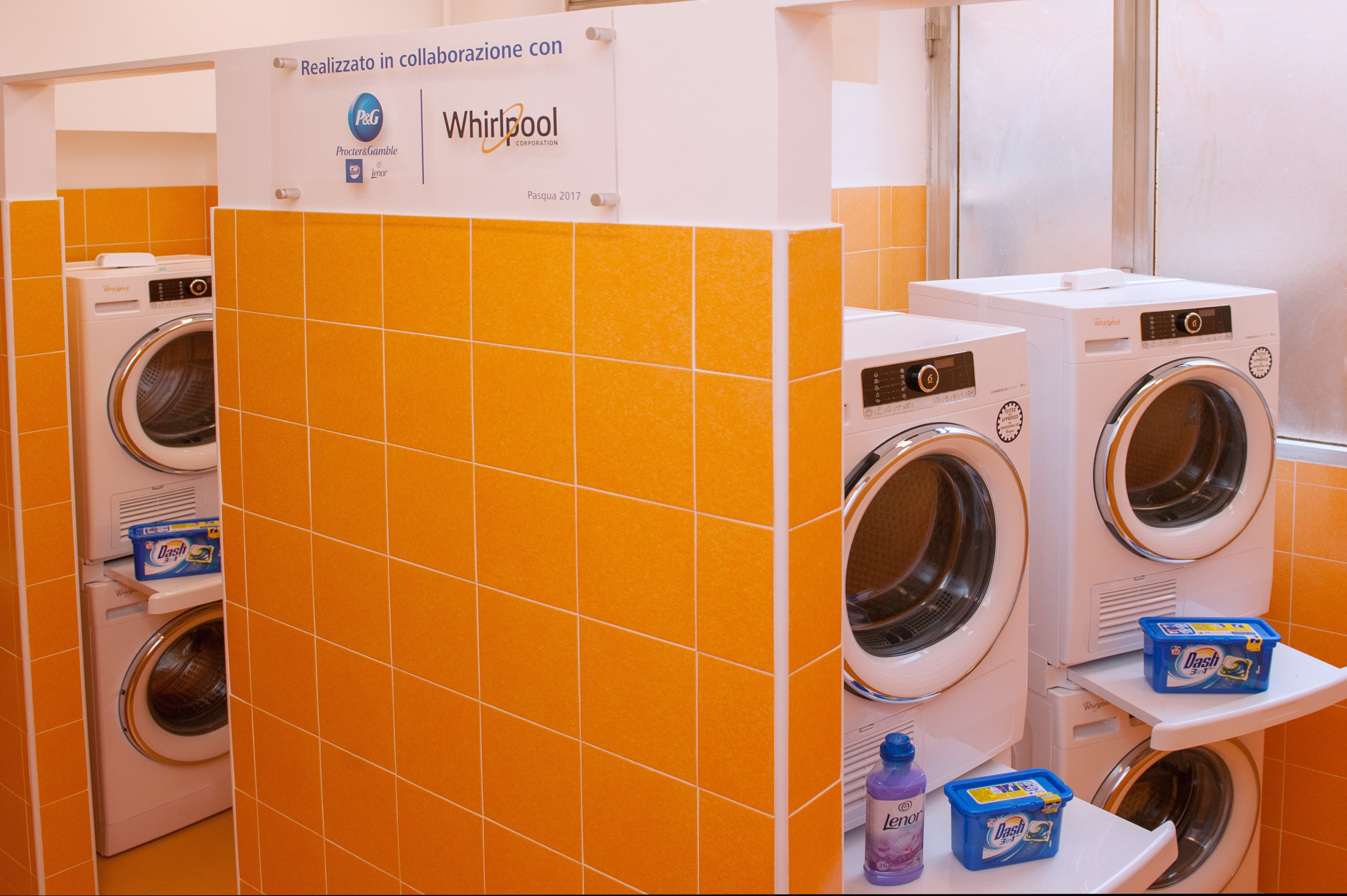 El papa Francisco ha abierto una lavandería nueva para los pobres en Roma, afirma El Vaticano.