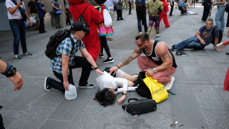 TOPSHOT - People attend injured pedestrians a moment after a car plunged into them in Times Square in New York on May 18, 2017. A speeding car struck pedestrians in New York's Times Square on, killing one person and injuring 12 others in an accident in one of Manhattan's most popular tourists spots, officials said. / AFP PHOTO / Jewel SAMAD (Photo credit should read JEWEL SAMAD/AFP/Getty Images)