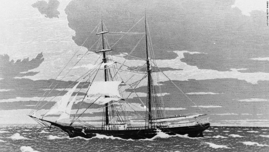 """Grandes misterios en la Historia – El barco mercante de doble mástil """"Mary Celeste"""" zarpó de Nueva York el 7 de noviembre de 1872, con destino a Génova, Italia. Sus 10 pasajeros no estaban a bordo cuando fue encontrado flotando en el estrecho de Gibraltar cuatro semanas después. No había signos de lucha y toda la carga del barco aún estaba a bordo. Su único bote salvavidas estaba desaparecido."""