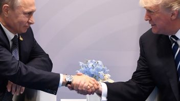 TOPSHOT - US President Donald Trump and Russia's President Vladimir Putin shake hands during a meeting on the sidelines of the G20 Summit in Hamburg, Germany, on July 7, 2017. / AFP PHOTO / SAUL LOEB (Photo credit should read SAUL LOEB/AFP/Getty Images)