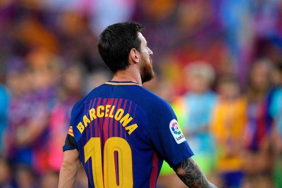 """Barcelona's Argentinian forward Lionel Messi stands with his jersey reading """"Barcelona"""" instead of his name to pay tribute to the victims of the Barcelona and Cambrils attacks before the Spanish league footbal match FC Barcelona vs Real Betis at the Camp Nou stadium in Barcelona on August 20, 2017. Drivers have ploughed on August 17, 2017 into pedestrians in two quick-succession, separate attacks in Barcelona and another popular Spanish seaside city, leaving 14 people dead and injuring more than 100 others. / AFP PHOTO / LLUIS GENE        (Photo credit should read LLUIS GENE/AFP/Getty Images)"""
