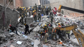 Volunteers remove rubble during the search for survivors in a flattened building in Mexico City on September 20, 2017 after a strong quake hit central Mexico on the eve killing at least 240 people. A powerful 7.1 earthquake shook Mexico City on Tuesday, causing panic among the megalopolis' 20 million inhabitants on the 32nd anniversary of a devastating 1985 quake. / AFP PHOTO / PEDRO PARDO (Photo credit should read PEDRO PARDO/AFP/Getty Images)