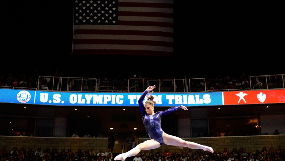 McKayla Maroney compite en la barra en el segundo día de las pruebas preolímpicas estadounidenses en San José, California, el 28 de junio de 2012. Crédito: Ronald Martinez / Getty Images.