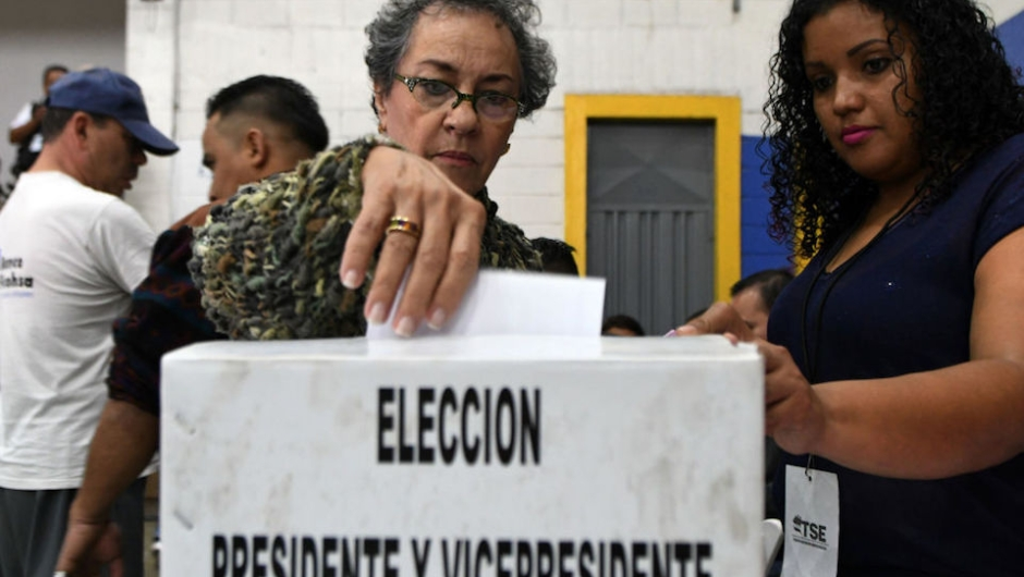"""A voter casts her ballot at a polling station in Tegucigalpa during the general election on November 26, 2017. Honduras' six million voters are to cast ballots in a controversial election Sunday in which President Juan Orlando Hernandez is seeking a second mandate despite a constitutional one-term limit. This small country is at the heart of Central America's """"triangle of death,"""" an area plagued by gangs and poverty. / AFP PHOTO / ORLANDO SIERRA (Photo credit should read ORLANDO SIERRA/AFP/Getty Images)"""