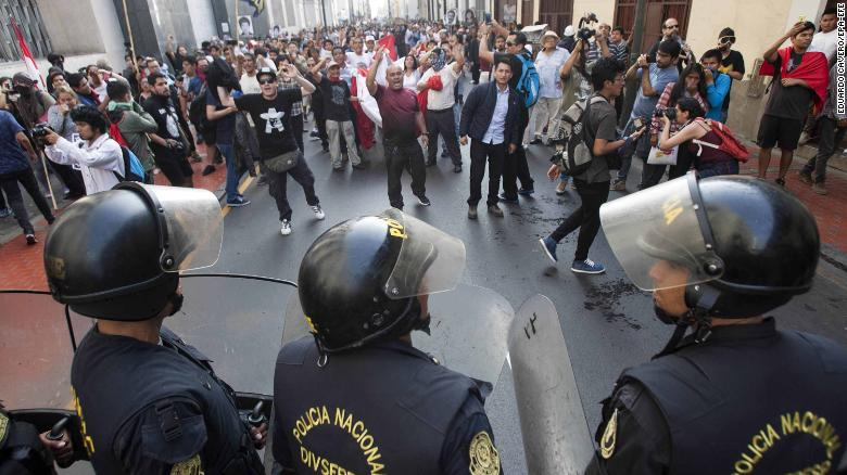 epa06405794 Riot police officers block the passage of protesters during a demonstration against the pardon to ex-president Alberto Fujimori, in Lima, Peru, 25 December 2017. Thousands of people demonstrated in the main cities of Peru against a medical pardon granted by Peruvian President Pedro Pablo Kuczynski to jailed former president Alberto Fujimori, who was serving a 25-year prison sentence for human rights abuses. EPA-EFE/EDUARDO CAVERO
