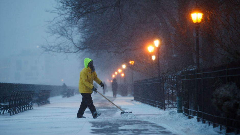 NEW YORK, NY - JANUARY 04: A worker clears snow on the Brooklyn Promenade, on January 4, 2018 in the Brooklyn borough of New York City. As a major winter storm moves up the Northeast corridor, New York City is under a winter storm warning and forecasts are predicting six to eight inches of snow. (Photo by Drew Angerer/Getty Images)
