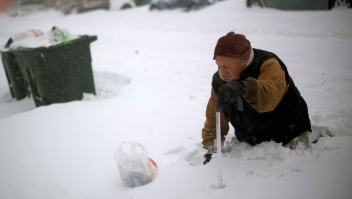 ATLANTIC CITY, NJ - JANUARY 04: Thom Meyers, 67, trudges with a cane through snow covered streets on January 4, 2018 in Atlantic City, New Jersey. A Òbomb cycloneÓ winter storm, has caused every East Coast state, from Maine to Florida, to declare at least one weather advisory, winter storm watch, winter storm warning or blizzard warning. (Photo by Mark Makela/Getty Images)