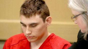 Nikolas Cruz en un tribunal. Crédito: Mike Stocker, South Florida Sun-Sentinel