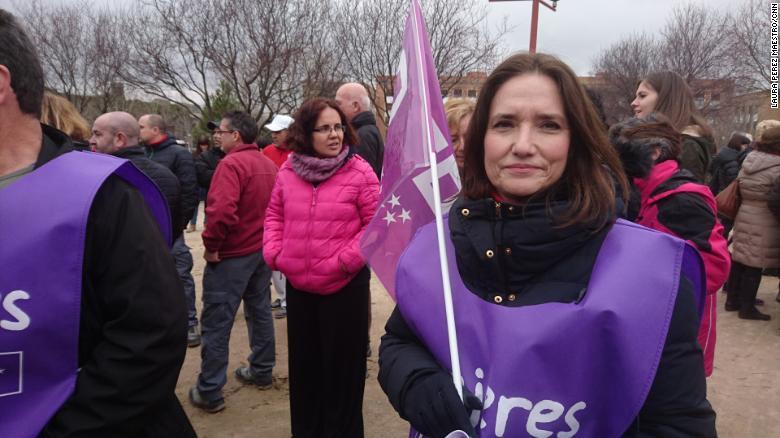 """""""Muchas mujeres en la historia han demostrado nuestro valor y lo demostramos todos los días, en nuestros trabajos, en nuestras casas"""", dijo Paloma Aguilera, en huelga en Madrid. """"Es importante que la gente lo reconozca""""."""