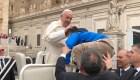 Niño cumple su deseo en encuentro con el papa