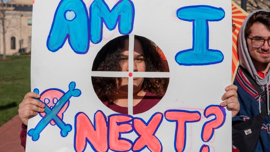 """""""¿Soy la siguiente?"""" El cartel de una estudiante de Baltimore, Maryland, en la Marcha por Nuestras Vidas. (Crédito: ALEX EDELMAN/AFP/Getty Images)"""