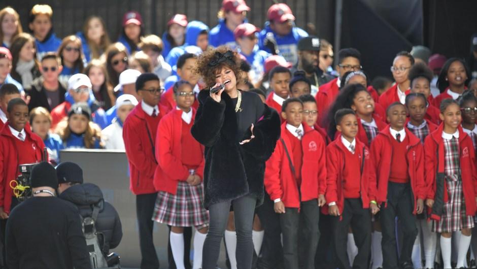 La cantante Andra Day actuó en la Marcha por Nuestras Vidas en Washington. (Crédito: MANDEL NGAN/AFP/Getty Images)