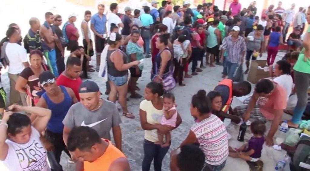 Caravana de inmigrantes no se detiene pese a amenazas