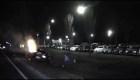 Hombre salva a conductor de auto en llamas